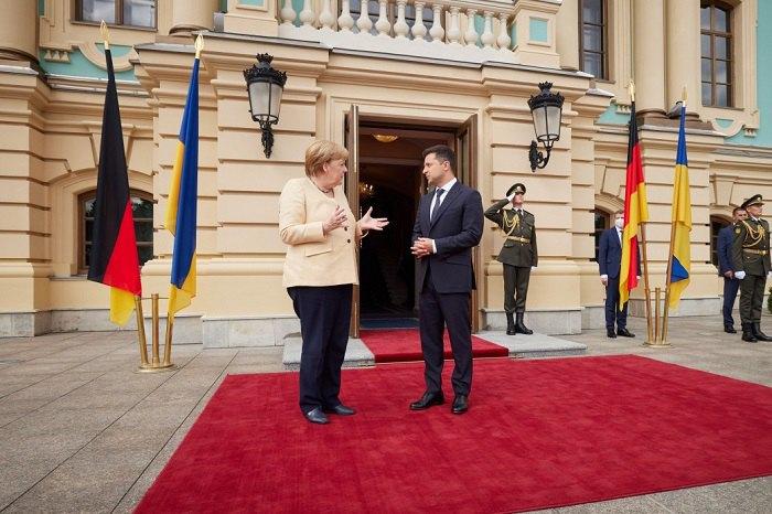 Володимир Зеленський зустрічає Ангелу Меркель перед перемовинами в Києвi, 22 серпня 2021 р.