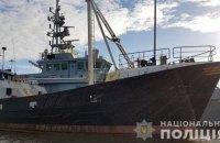 Біля узбережжя Британії затримали судно з нелегалами, арештували двох українців