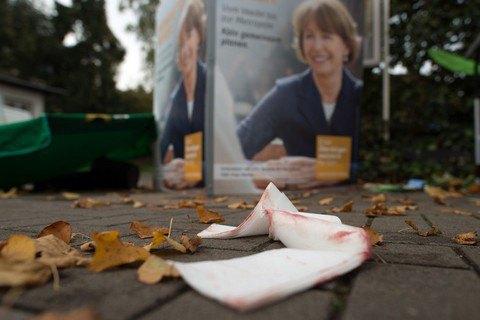 Кандидата в мэры Кельна тяжело ранили накануне выборов