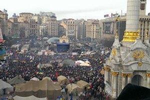 На Майдані зібралося близько восьми тисяч протестувальників