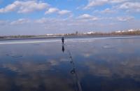 Київський рибалка зняв з крижини 11-річного хлопця за допомогою спінінга