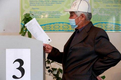 Кыргызстан на референдуме проголосовал за переход к президентской республике
