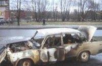 В Днепропетровской области неизвестный поджег автомобиль вместе с водителем