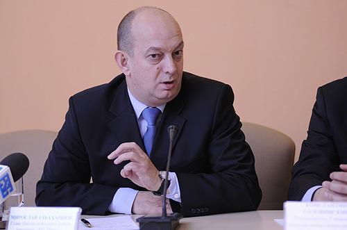 На фото: Мирослав Табахарнюк на круглому столі в Інституті Горшеніна