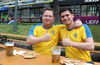 Шведы в Украине: пьют пиво, сидят в фастфудах и избегают украинских женщин