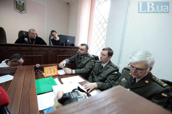 Прокурор Віктор Король (справа)
