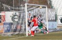 В Кубке Болгарии футболист совершил эпичный промах, не забив гол с полуметра