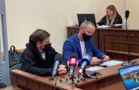 """Одного з нападників на журналіста """"Букв"""" арештували, другого відправили під домашній арешт"""
