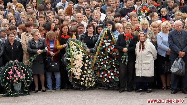 Похорон бійців 95-ї аеромобільної бригади. Житомир.