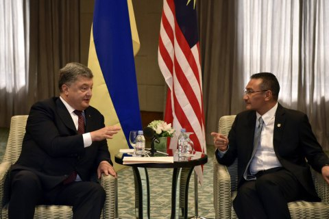 Порошенко обговорив військово-технічне співробітництво з міністром оборони Малайзії