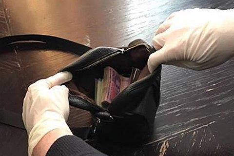 Т.в.о. заступника начальника Львівської митниці затримали під час отримання $15 тис. хабара