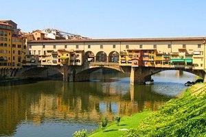 Во Флоренции задержали двух украинцев за надписи на старинном мосту