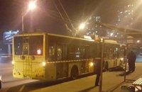В Киеве под колесами троллейбуса погиб человек