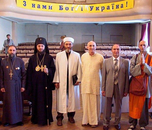 Игорь Козловский (второй справа) на встрече представителей разных конфессий, 2006