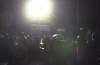 Жители Микулинцев устроили молебен на блок-посту на въезде в санаторий, чтобы не допустить размещения эвакуированных из Уханя
