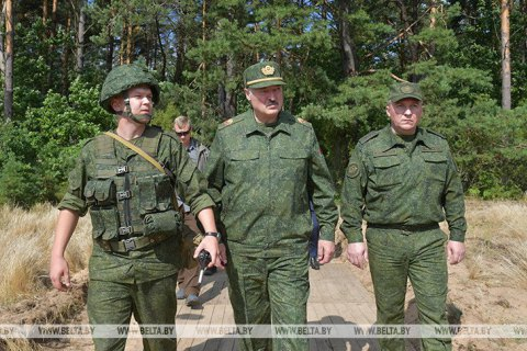"""Лукашенко заявил, что при """"альтернативном президенте"""" в Беларусь могут ввести войска НАТО"""