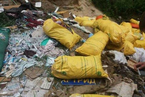 Под Киевом нашли несанкционированную свалку медицинских отходов