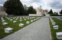 Украина и Словакия договорились упорядочить военные захоронения