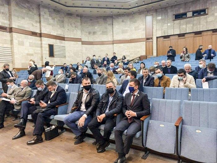 Во время внеочередной сессии Киевского областного совета, 27 апреля 2021
