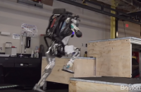 В Boston Dynamics научили своего робота паркуру