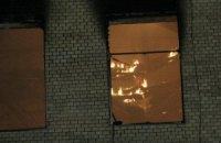 В Киеве на Грушевского горит нежилой дом