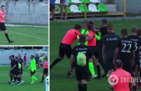 Після матчу Кубка України з футболу головний тренер вибіг на поле і напав на рефері