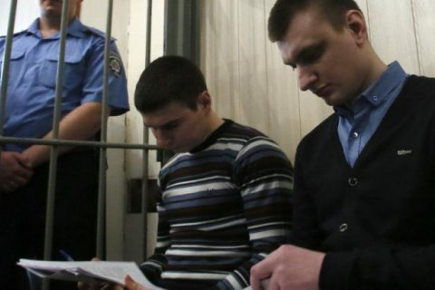 """""""Беркутівці"""" Аброськін і Зінченко вкрали зброї на 700 тис. грн, - прокурор"""