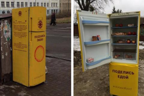 У Києві з'явилися холодильники з їжею для нужденних
