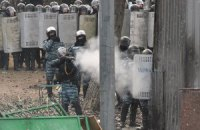 Силовики подошли вплотную к баррикаде протестующих на Грушевского (онлайн-трансляция)