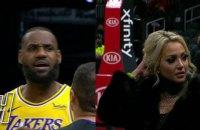 Матч НБА был остановлен из-за конфликта ЛеБрона с болельщицей