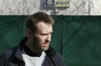 В Навального вновь бросили торт