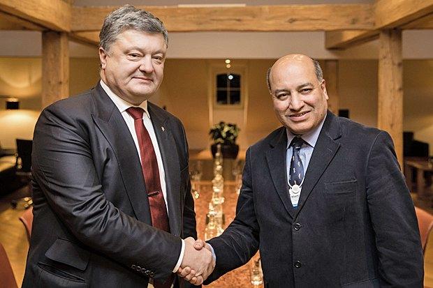 Президент Украины Петр Порошенко (слева) и президент ЕБРР Сума Чакрабарти