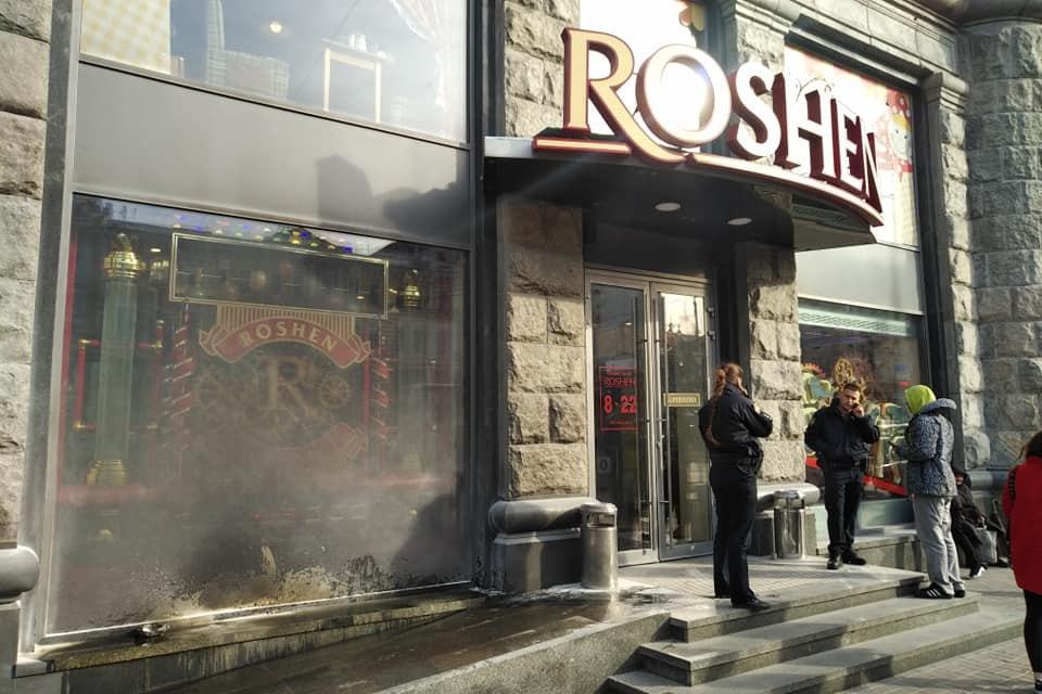 В ценре Киева подожгли магазин 'Рошен'