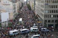 У Берліні близько 18 000 мітингувальників протестують через карантинні обмеження