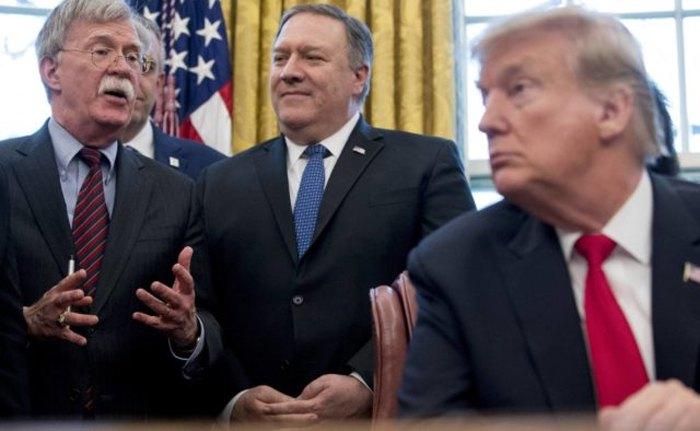 Справа-налево: Президент США Дональд Трамп, государственный секретарь США Майк Помпео и советник по нацбезопасности Джон Болтон