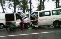 Двоє людей загинули і 17 госпіталізовано через зіткнення двох мікроавтобусів у Харківській області