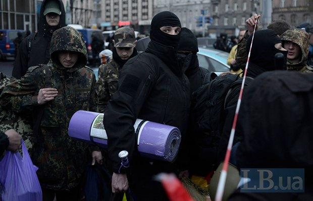 Члени ПС залишають штаб у готелі Дніпро після інциденту зі стріляниною