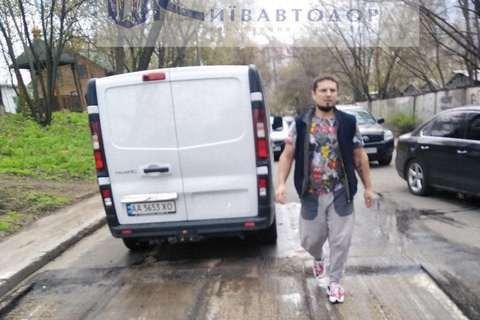 В Киеве обстреляли рабочих, фрезеровавших асфальт, один ранен (обновлено)