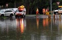 Найсильніша за півстоліття повінь на сході Австралії руйнує будинки, дороги і ламає дерева