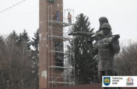 Новий підрядник розпочав роботи з демонтажу стели Меморіалу Слави у Львові