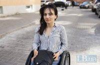 «Не треба самим себе обмежувати». Як Каріна Кардаш власним прикладом допомагає жінкам з інвалідністю ставати мамами