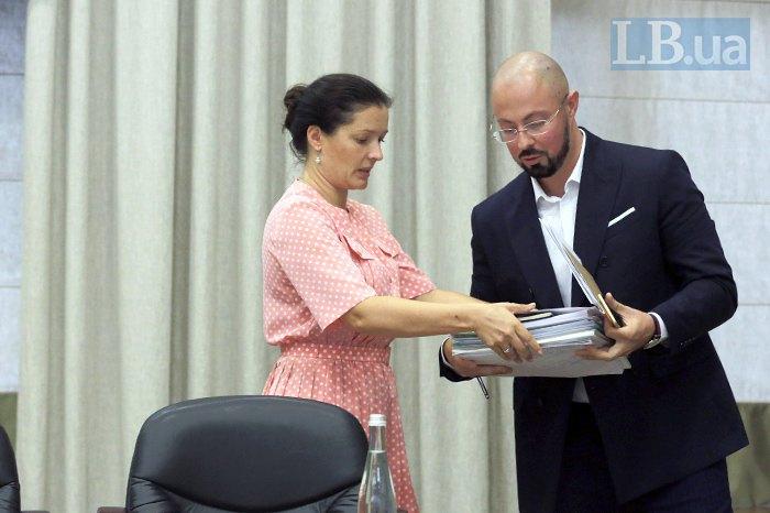 Зоряна Скалецька та Дмитро Раімов під час першої прес-конференції в міністерстві