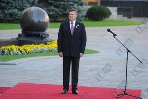 Янукович закликає до об'єднання під державним прапором заради щасливого майбутнього