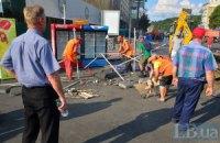 Коммунальщики продолжают убирать на Майдане (обновлено)
