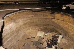 """Под Симферополем """"Жигули"""" упали в 8-метровую яму (обновлено)"""