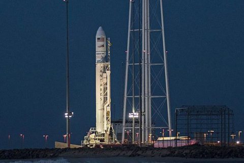 Запуск ракеты-носителя Antares к МКС отложили на сутки