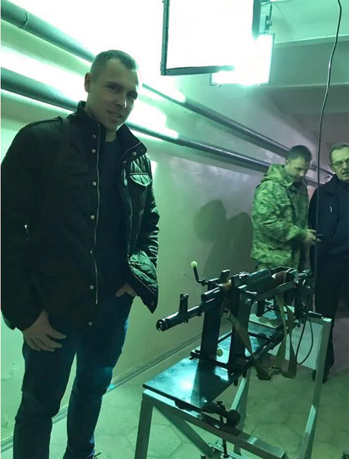 Роман Костенко під час випробувань бронежилетів