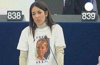 Евродепутат в футболке с Тимошенко требовала ее освобождения