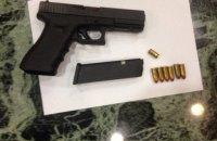 В помещении художественной галереи в Киеве обнаружили труп мужчины и оружие
