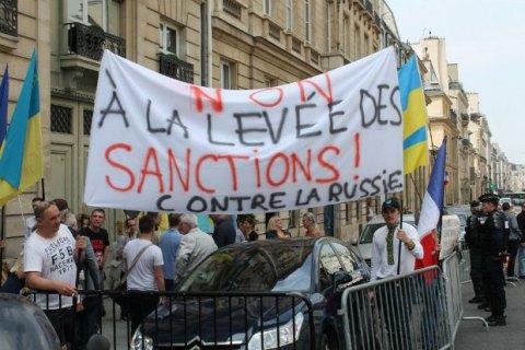 Продление санкций ЕС к РФ тормозит Франция, - СМИ